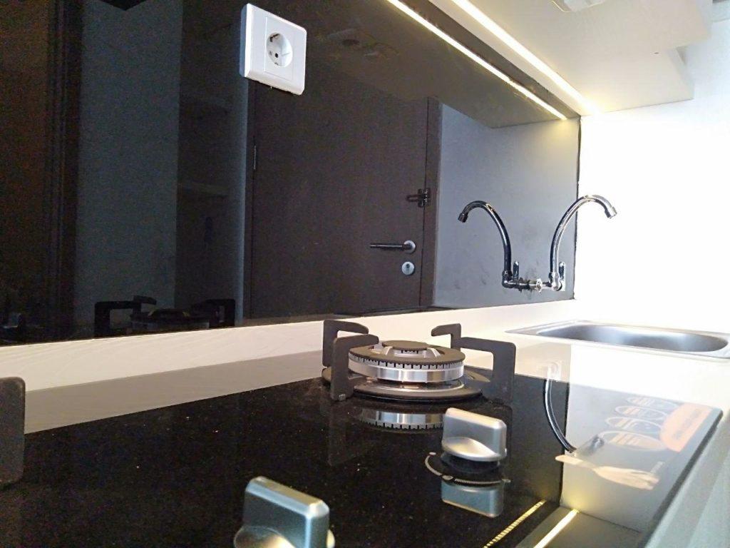 Detail Top Table & Backsplash Kitchen Set